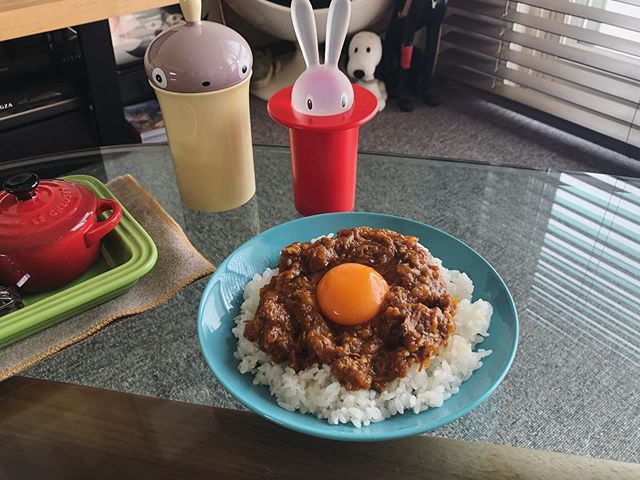 札幌黄と骨付鶏の無水カレー
